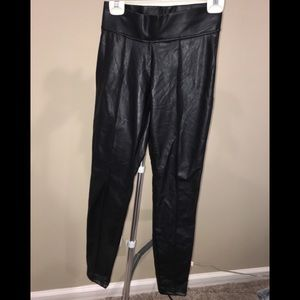 HUE BLACK FAUX LEATHER PANTS SMALL
